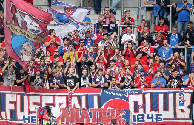 Fans des 1 FC Heidenheim in Düsseldorf