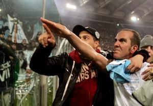 """Paolo di Canio zeigt den """"römischen Gruß"""" 2006"""