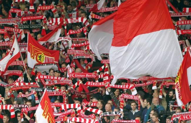 Fans Unionfans mit Fahnen Schals Fanblock Fußball Fussball zweite 2 Bundesliga Saison 2014 201