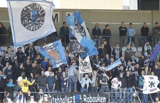 Fans der Löwen Fußball Regionalliga Bayern Saison 2014 2015 TSV 1860 München II FC Würzburger