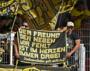 16.08.2014, Fussball DFB-Pokal 2014/2015, 1.Runde, Borussia Dortmund. Der Freund der neben mir fehlt ist im Herzen immer dabei, Stadionverbotler gebt nicht auf !. Banner der Dortmundfans. PUBLICATIONxNOTxINxNED 16 08 2014 Football DFB Cup 2014 2015 1 Round Borussia Dortmund the Friend the next to me missing is in Heart always here Stadionverbotler Give not on Banner the Dortmund fans PUBLICATIONxNOTxINxNED
